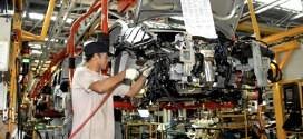 Operario-Industria-Automotriz